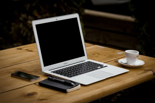 workstation-Image by Free-Photos from Pixabay